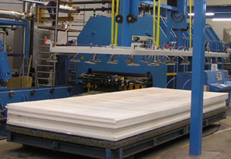 Praznjenje modela in zlaganje izdelanih plošč